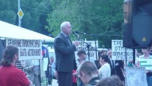 Н.Г. Зубрилин - депутат МГД от КПРФ Торфянка митинг 9 июля 15 г (113)